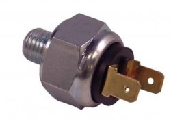 Stoplight switch master cylinder